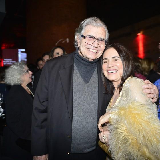 Tarcísio Meira e Regina Duarte voltam a trabalhar juntos. Ela puxou o coro de 'Parabéns pra você' pelo aniversário dele, que é no próximo dia 3 (Foto: TV Globo)