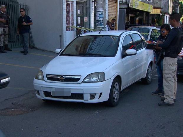 Homem é baleado e morre dentro de carro na região da Avenida Garibaldi, em Salvador (Foto: Imagem/TV Bahia)