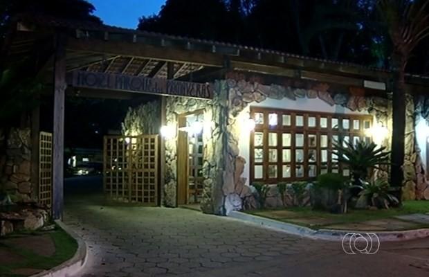 Criança se afogou na piscina deste hotel em Caldas Novas, Goiás (Foto: Reprodução/ TV Anhanguera)
