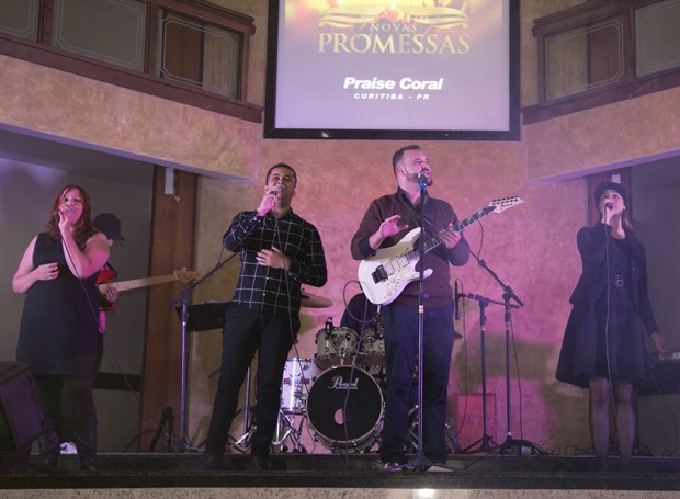 Praise Coral, de Curitiba, foi o quarto grupo a se apresentar (Foto: Fotográfia Impact Filmes)