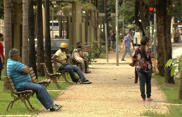 Falta de banheiros públicos é alvo de reclamações no Centro de Goiânia, Goiás (Foto: Reprodução/TV Anhanguera)