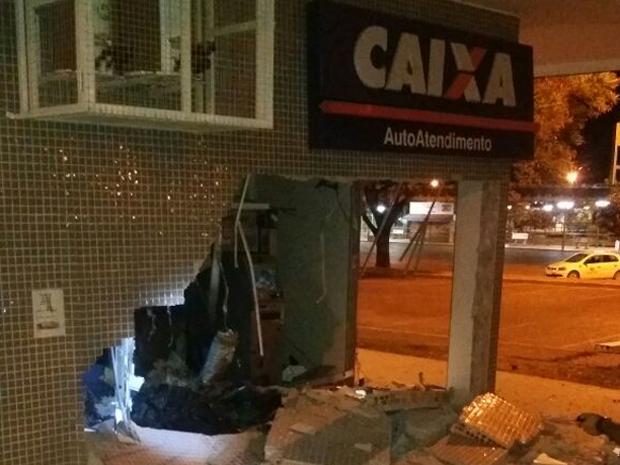 Agência da Caixa em Sobradinho alvo de ladrões (Foto: Polícia Militar/Divulgação)