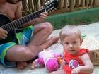 Carolinie Figueiredo curte férias na Bahia com a filha e o marido