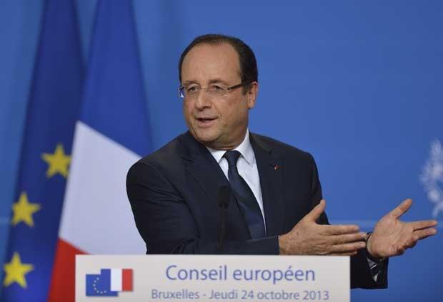 Presidente francês, François Hollande, em conferência de imprensa no final do primeiro dia da cúpula da União Europeia na quinta-feira (24) (Foto: Eric Feferberg/ AFP)