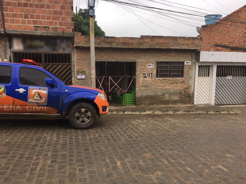 Casa onde o acidente ocorreu foi interditada pela Defesa Civil (Foto: Ana Rebeca Passos/TV Asa Branca)