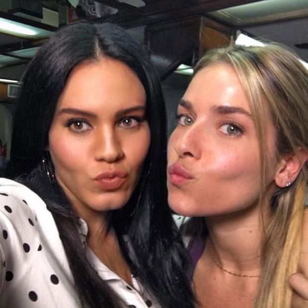Leticia Lima e Monique Alfradique rodam filme no Rio (Foto: Instagram/ Reprodução)