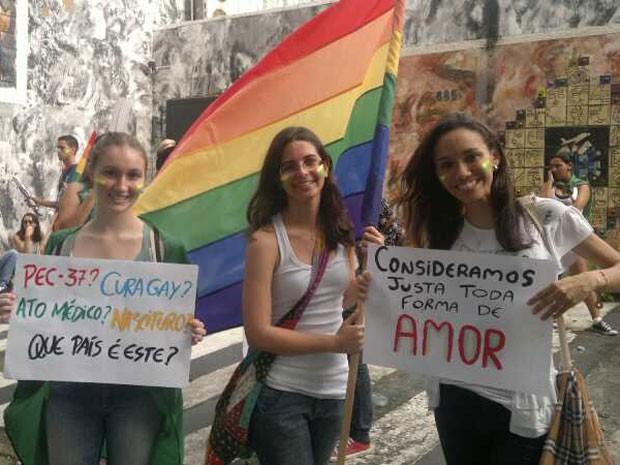 """Manifestantes são contrários ao projeto da """"cura gay"""" aprovado em comissão da Câmara (Foto: Luna Markman / G1)"""