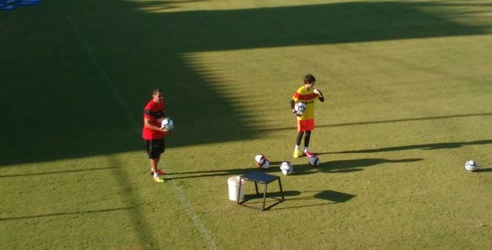 treino do vitória; fernando miguel; filho de Argel Fucks (Foto: Thiago Pereira)