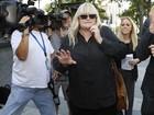 Debbie Rowe, ex de Michael Jackson, diz que filha Paris está 'devastada'