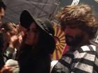 Bruna Marquezine e Marlon Teixeira curtem festival juntinhos