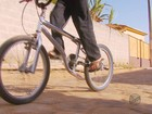 Enfermeiro troca 'lata velha' por bicicleta nova para garoto em MG