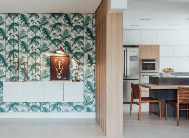Marcenaria e papel de parede marcam decora o com base - Papel pared entrada ...