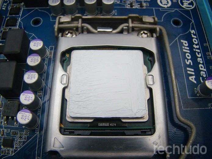 Processador com pasta térmica  (Foto: Felipe Alencar/TechTudo)