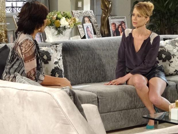 Juliana conta para Roberta sobre seu caso secreto com Fábio (Foto: Guerra dos Sexos / TV Globo)