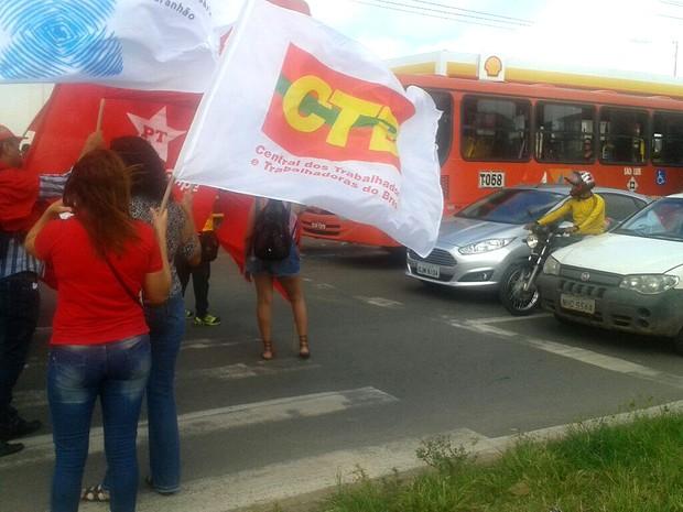Em São Luís (MA), cerca de 30 manifestantes participam do ato (Foto: Danilo Quixaba)