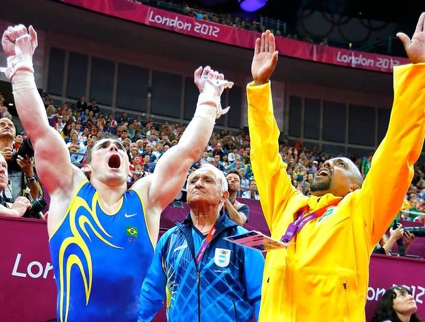 Arthur Zanetti comemora ouro na prova de argola  (Foto: Reuters)
