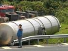 Caminhão com mais de 40 mil litros de etanol tomba em Itatinga