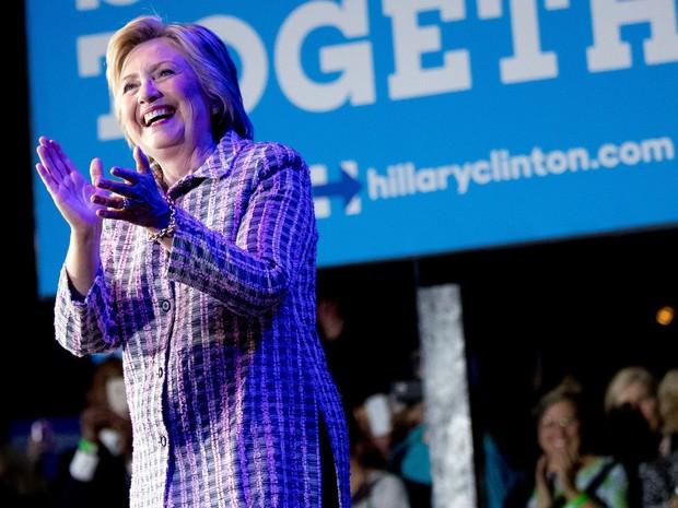 Hillary Clinton participa de evento do Partido Democrata em Charlotte, na Carolina do Norte, na segunda (25) (Foto: Foto AP /Andrew Harnik)