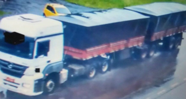 Caminhão atropelou e matou quatro pessoas na estrada entre Rondinha e Ronda Alta (Foto: Reprodução)