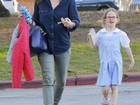 Filha de Jennifer Garner e Ben Affleck mostra a língua para paparazzo