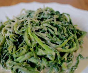 Agrião com molho de tahine e missô: receita da Bela Gil