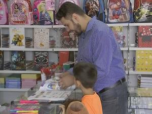 Alta no preço preocupa pais sobre compra de material escolar (Foto: Reprodução/TV TEM)