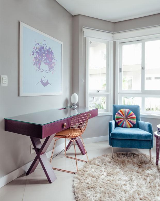 Décor do dia: Pontos de cor em home office neutro (Foto: Cristiano Bauce)