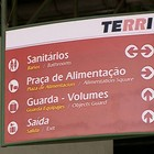 Placas em inglês confundem turistas  (Reprodução TV Globo)