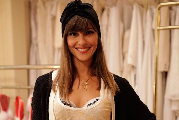 Fernanda mostra visual elegante da nova fase de Flavinha (Foto: Tapas e Beijos / TV Globo)