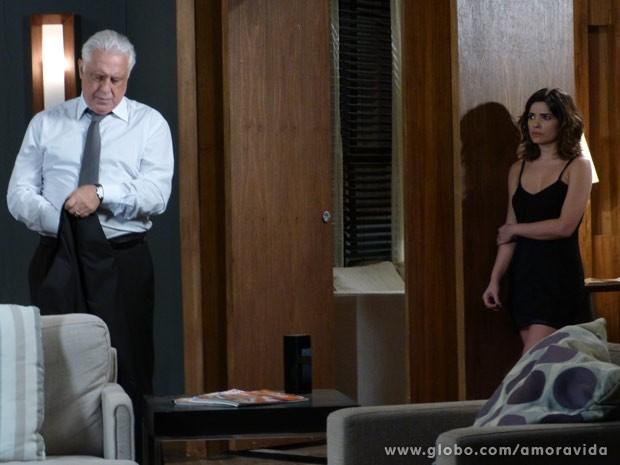 César começa a desconfiar de Aline (Foto: Amor à Vida/ TV Globo)