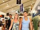 Juju Salimeni visita loja com namorado e causa tumulto em shopping