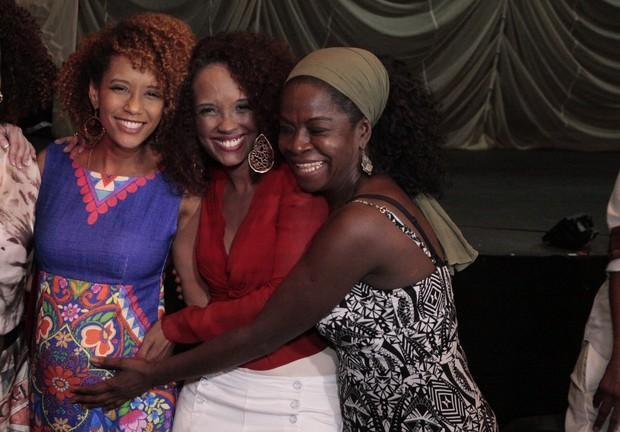 Taís Araújo, Isabel Fillardis e Zezeh Barbosa em estreia de peça na Zona Sul do Rio (Foto: Isac Luz/ EGO)