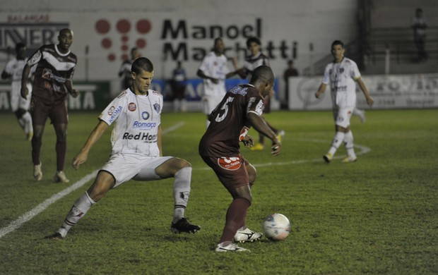 Carlinho Santos Diego Jussani Atlético de Ibirama Joinville Atlético-IB (Foto: Jandyr Nascimento / Agência RBS)
