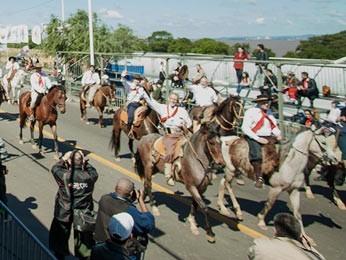 Desfile de 20 de Setembro em Porto Alegre (Foto: Caroline Bicocchi/Palácio Piratini)
