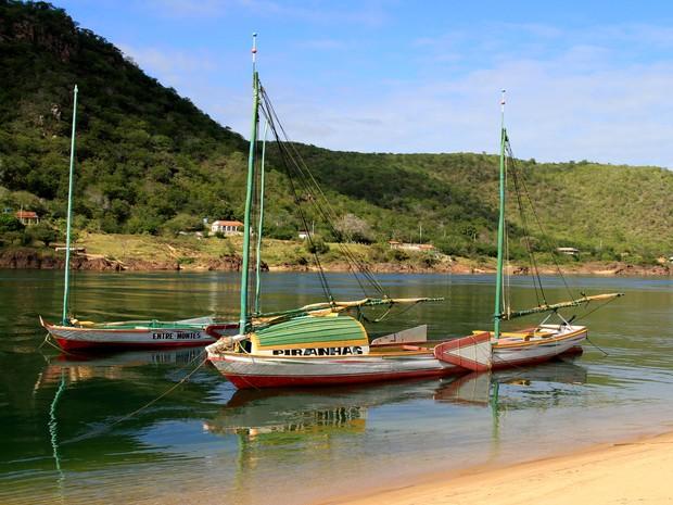 As historicas canoas de Tolda ainda navegam pelo rio São Francisco em Piranhas  (Foto: Waldson Costa/ G1)