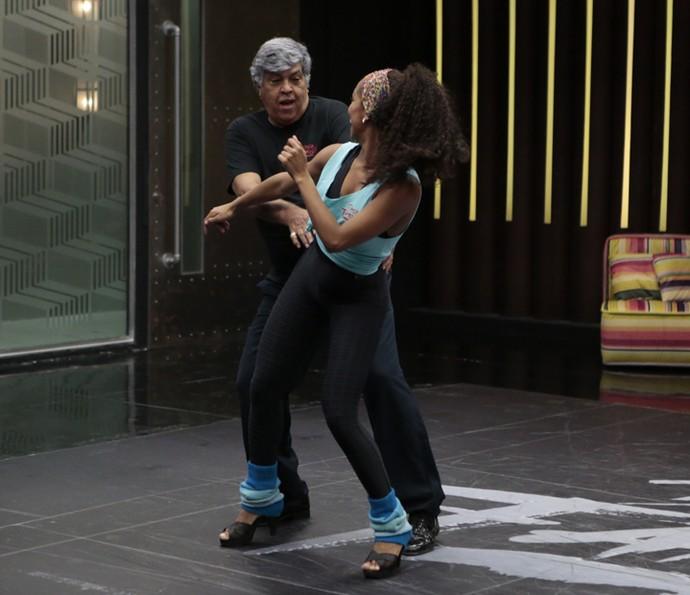 Sidney Magal brincou mais com Camila nos ensaios desta quinta, 25 (Foto: Felipe Monteiro / Gshow)