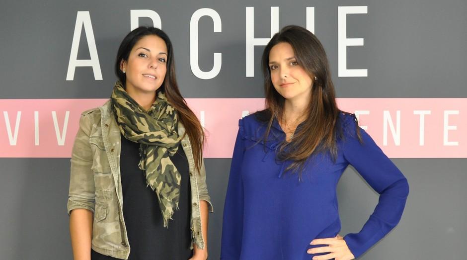 A empreendedora Fernanda Leão (esq.) e a arquiteta Vanessa Prado Lopes (dir.), fundadoras da Archie, plataforma digital de consultoria de decoração e arquitetura (Foto: Divulgação / Archie)