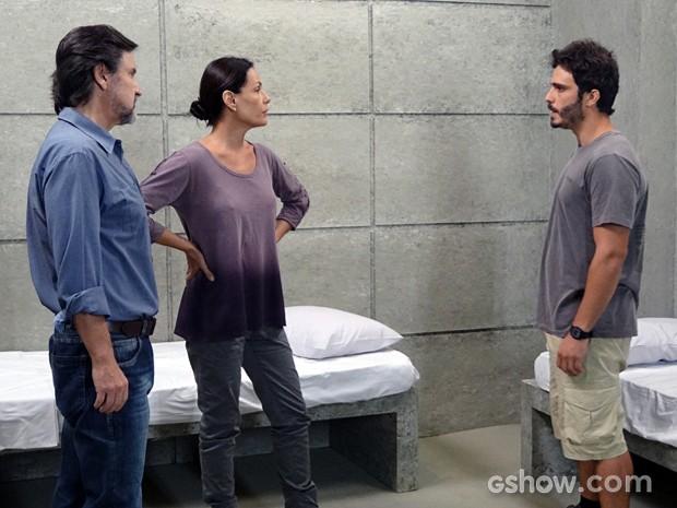 William conta a LC e Tereza que Assis é o traidor (Foto: Além do Horizonte/TV Globo)