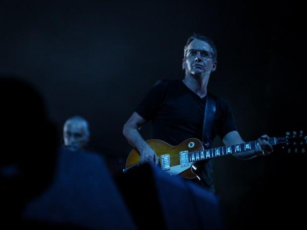 Stone Grossard, guitarrista do Pearl Jam, se apresenta com a banda no Estádio do Morumbi, em São Paulo (Foto: Fabio Tito / G1)