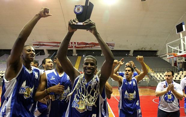 Macaé Basquete vence o Tijuca e se sagra campeão carioca (Foto: Rui Porto Filho)