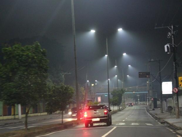 Fumaça foi registrada na Avenida André Araújo  (Foto: Indiara Bessa/G1 AM)