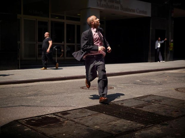 Homem correndo registrado pela fotógrafa (Foto: Tabitha Soren/Kopeikin Gallery)