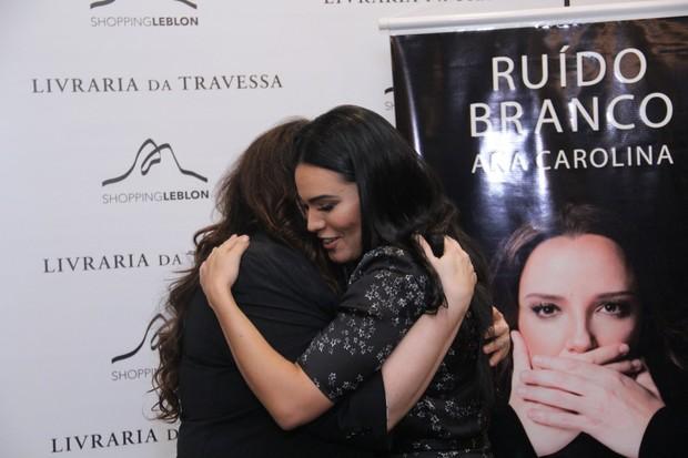 Ana Carolina lança o livro (Foto: Wallace Barbosa/AgNews)