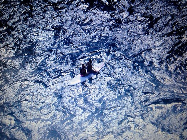 Casal que fazia stand up paddle é resgatado por helicóptero (Foto: Graer/Divulgação)