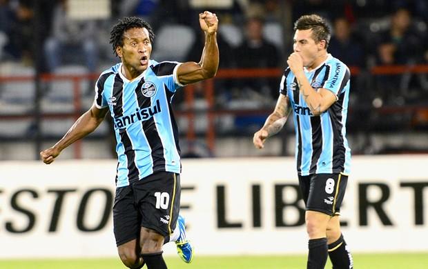 Zé Roberto gol jogo Huachipato Grêmio  (Foto: AFP)