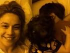 Fernanda Gentil posta foto na cama com os filhos: 'Bom dia'