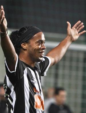 Ronaldinho Gaúcho comemora gol no clássico (Foto: Bruno Cantini / Flickr do Atlético-MG)