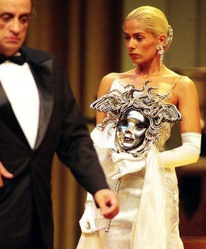 Adriane em sua estreia nos palcos, ao lado de Benvindo Siqueira na peça Deus lhe Pague, em 1999  (Foto: Divulgação)