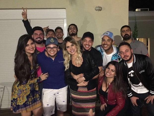 Wesley Safadão, Thyane Dantas e amigos em São Paulo (Foto: Reprodução / Instagram)