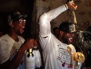 Chris Bosh e LeBron James comemoração bastidores miami heat NBA (Foto: Reprodução/Instagram)